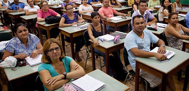 Alfabetizar na EJA: o que muda no planejamento das aulas?