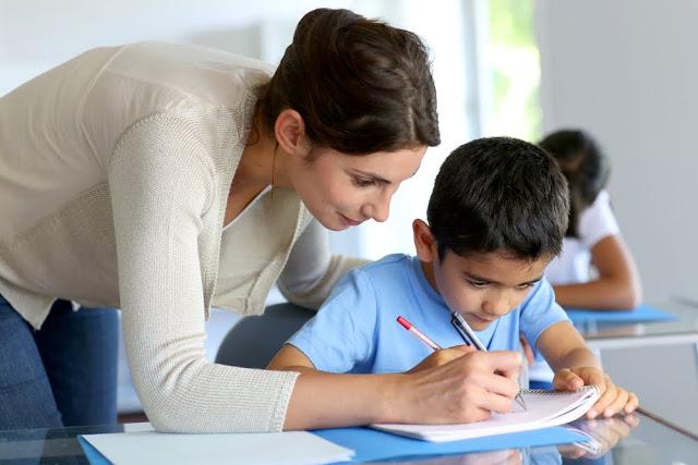 Que tipo de formação ajuda, de fato, o professor a resolver os dilemas da sala de aula?