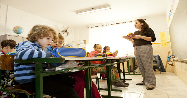Alfabetização na BNCC: dá para ser no 2º ano, mas o professor não pode ficar sozinho