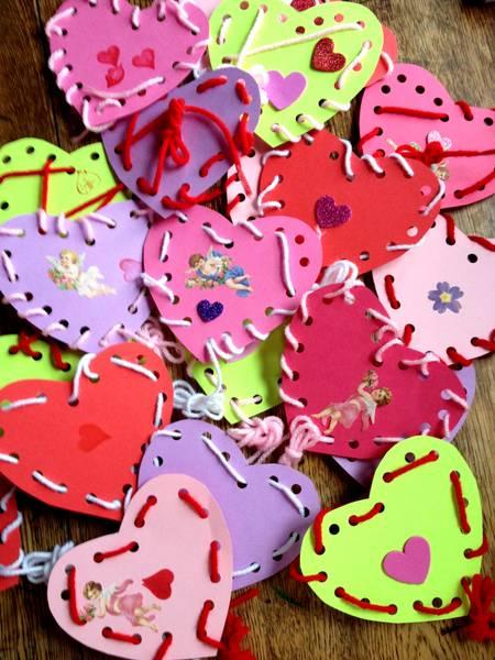 Lembrancinha - Corações com alinhavo para o Dia das Mães