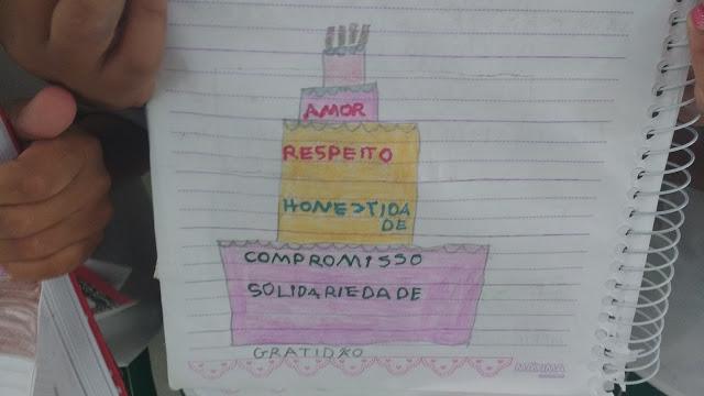 Caderno de elogios é proposta de professora para valorizar autoestima das crianças