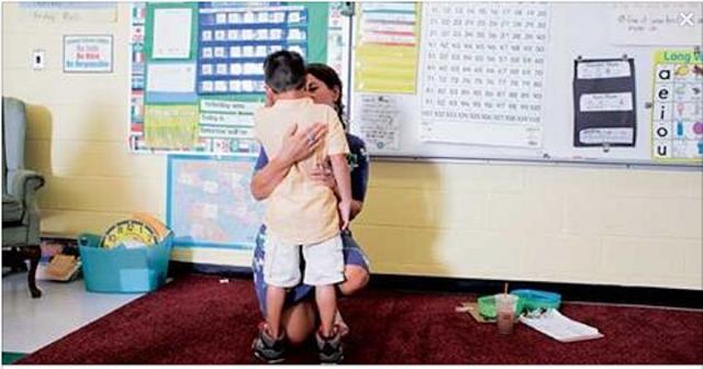 Escolas em todo o mundo estão cancelando os eventos dos Dias das Mães e dos Pais em um esforço para celebrar a diversidade e inclusividade após incidentes traumáticos envolvendo seus alunos.