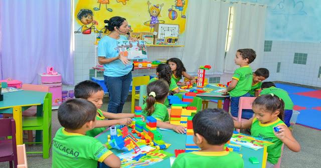 Usar legos na sala de aula é uma ótima maneira de interagir com as crianças e incentivá-las a adquirir conhecimento.