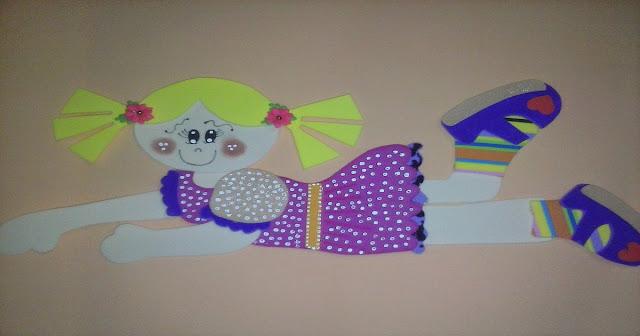 Menina plana em EVA com molde para imprimir