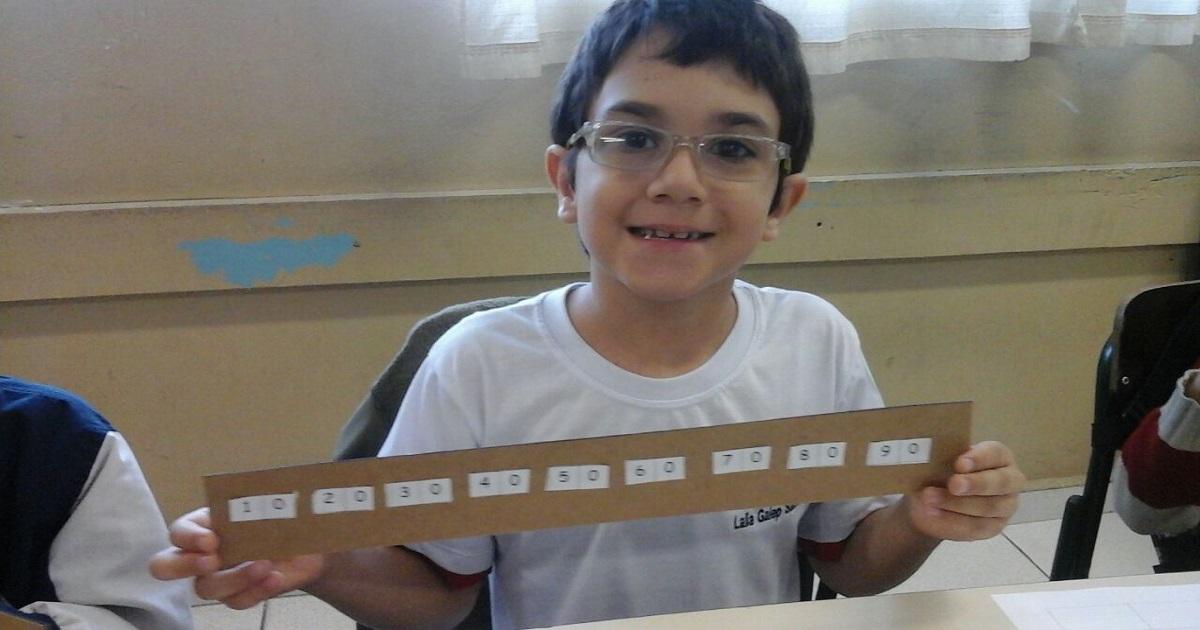 Régua das dezenas, uma atividade eficaz na alfabetização matemática