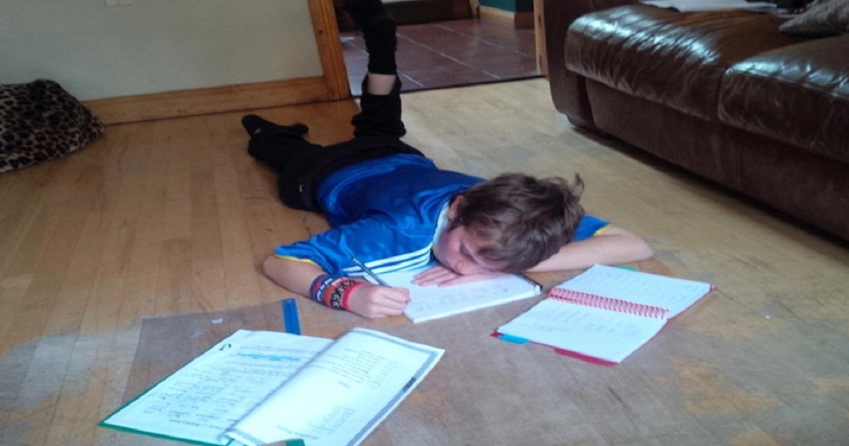 Garoto de 10 anos escreveu uma carta como é ser autista. É de tocar o coração