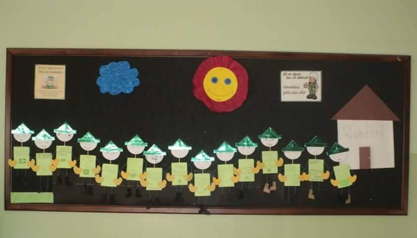 Mural para dia do soldado com sucata para turmas da Educação Infantil