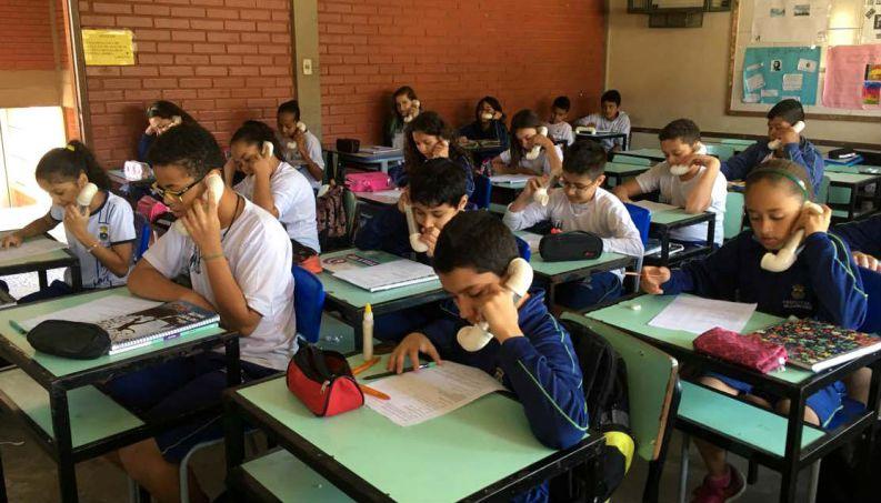 Aparelho improvisado por professora está transformando desempenho de seus alunos