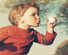 7 jogos de relaxamento para educar crianças emocionalmente fortes.