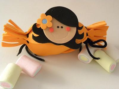 Lembrancinhas crianças segurando guloseimas com Moldes para Imprimir.