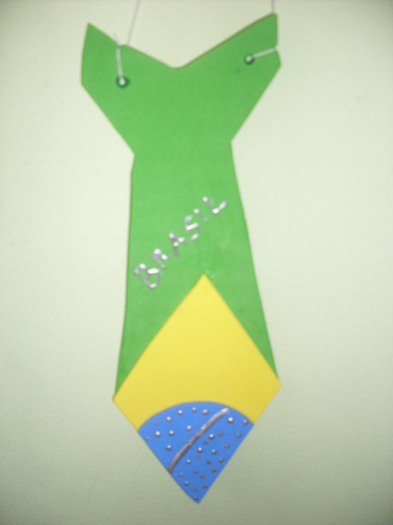 1 Lembrancinha Dia da Bandeira de Gravatas com Moldes.