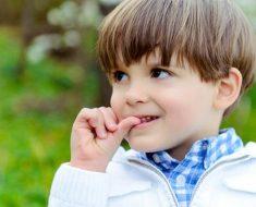 Por que seu filho morde as unhas? Como ajudar o seu filho