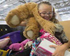 Americano compra toda sessão infantil de loja para dar de presente de natal