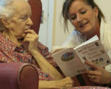 Poesia vira terapia para Alzheimer na terra de Shakespeare