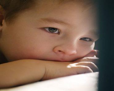 O que fazer quando a criança não sai do tablet