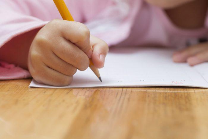 Benefícios de ditar a crianças
