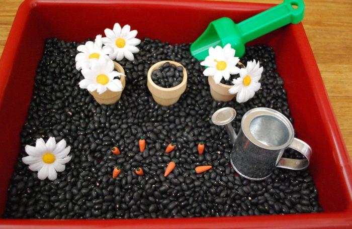 A caixa sensorial Montessori: aprendendo com os sentidos