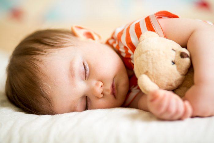 Por que nunca devemos tirar o objeto de ligação de uma criança?