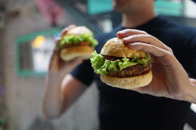 Qual é o plural de hambúrguer?