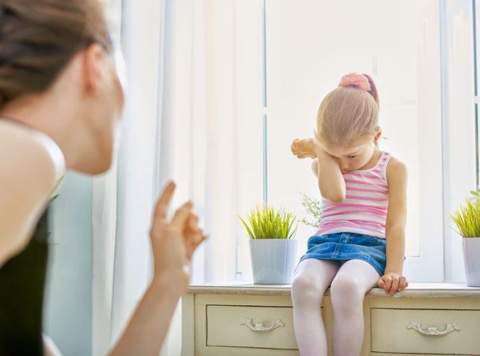 Consequências de ter pais muito rigorosos