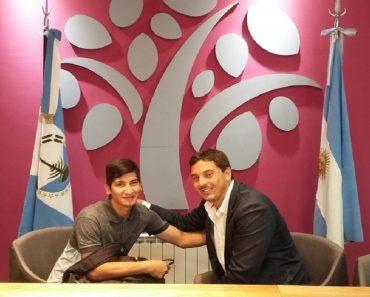 Depois de devolver R$ 24 mil achados na rua, jovem argentino ganha bolsa para voltar à escola