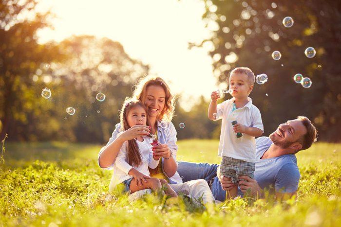 Maneiras divertidas de expressar emoções com as crianças
