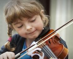 Substitua o tablet por um instrumento musical e tenha filhos mais inteligentes