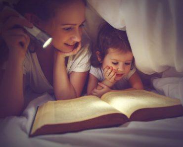 Benefícios de ler histórias para as crianças antes de dormir