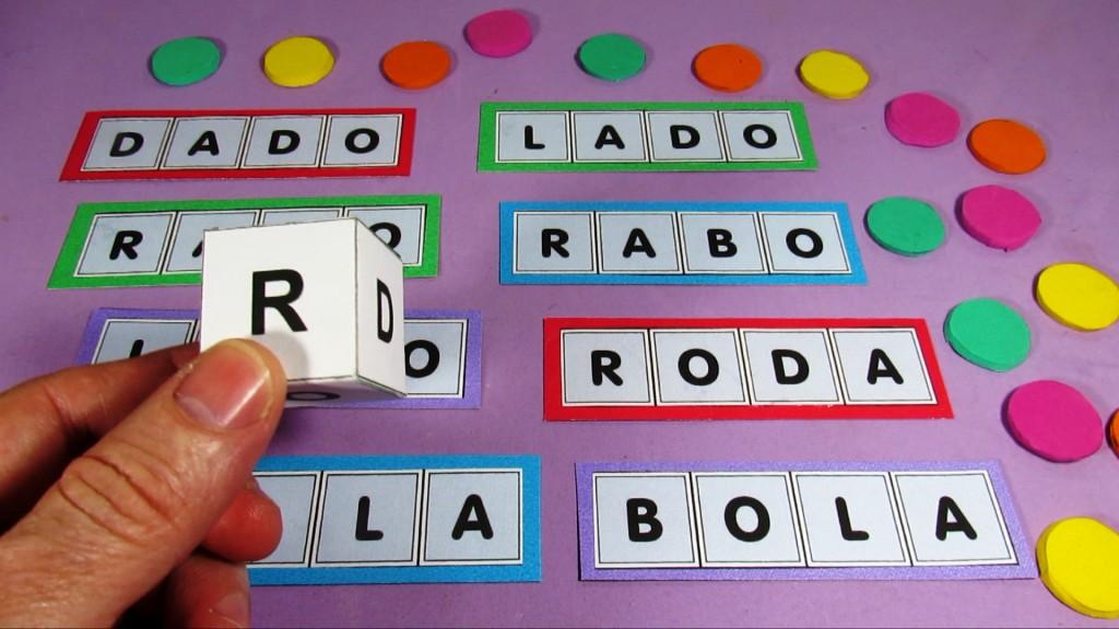 Bingo De Palavras Com Dado Com 8 Cartelas E Um Dado Feito De Papel
