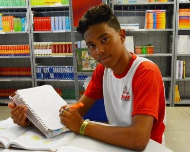 Estudante de escola pública com três ouros em olimpíadas de matemática diz 'a ficha não caiu'