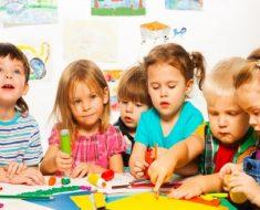 Com qual idade é obrigatória a matrícula da criança na educação infantil?