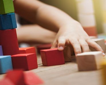 Brinquedos e brincadeiras nos espaços escolares