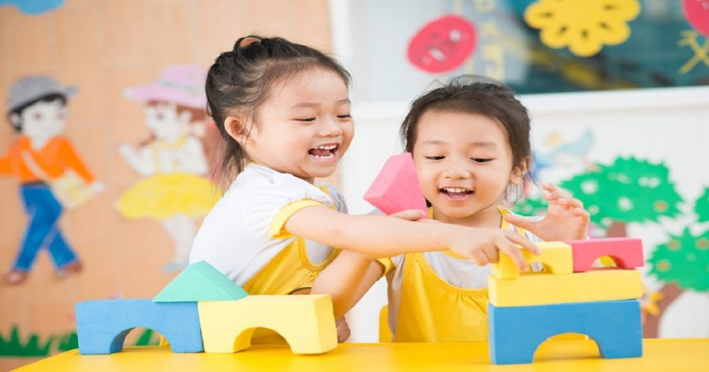 O processo de aprendizagem no brincar segundo Maria Montessori
