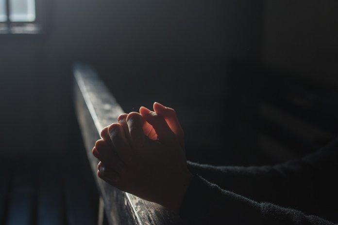 Estudo diz que Acreditar em Deus reduz ansiedade e estresse - Acreditar em Deus pode ajudar a acabar com a ansiedade e reduzir o estresse, segundo um estudo da Universidade de Toronto, no Canadá.
