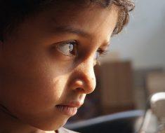 Criança silenciosa e obediente nem sempre significa uma criança feliz