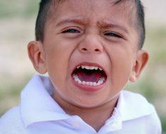 Estudo comprova que comportamento de filho piora 800% com a presença da mãe