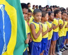 Ministro da Educação pede que diretores de escolas toquem hino para alunos e gravem