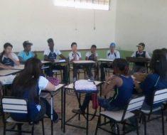 O círculo em sala de aula impede que os alunos fiquem invisíveis