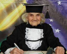 Mulher se forma em nutrição aos 87 anos em Jundiaí.