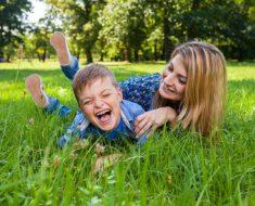 Pense duas vezes antes de fazer cócegas em seus filhos