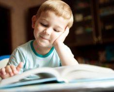 Por que as crianças não devem começar a ler e a escrever antes dos 6 anos?