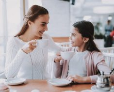Formas em que os pais podem promover a bondade em crianças