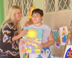 Menino autista de Catanduva ganha prêmio internacional de pintura