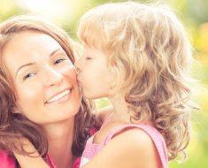 Será que cabe à escola comemorar o Dia das Mães?