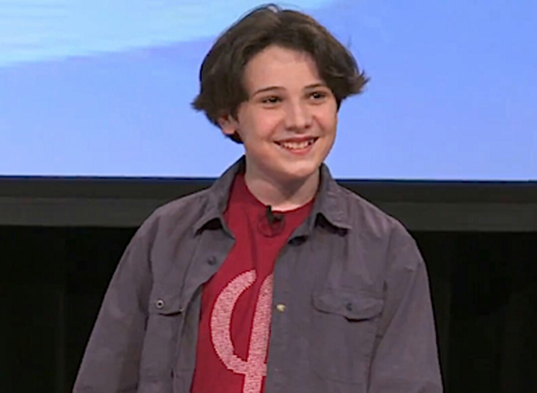 Menino autista de 14 anos faz mestrado em física quântica