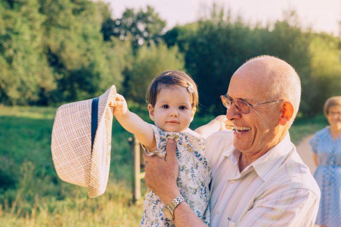Seus filhos serão mais felizes se crescerem perto de seus avós