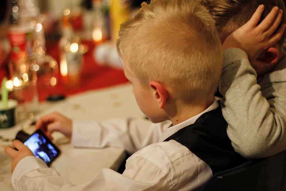 Dicas para proteger as crianças online