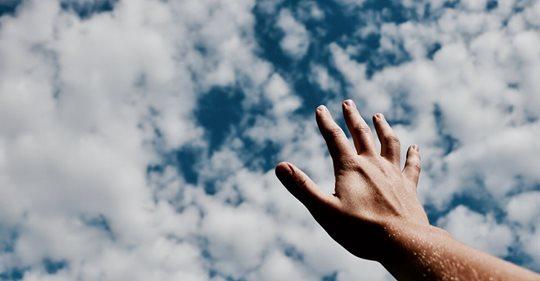 Tudo que colocamos nas mãos de Deus em oração tem solução, tem saída, e tem resposta.