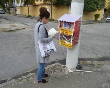 """Moradores de Niterói criam """"casinha"""" de livros para promover a leitura"""