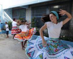 Professora inclui danças africanas em grade curricular
